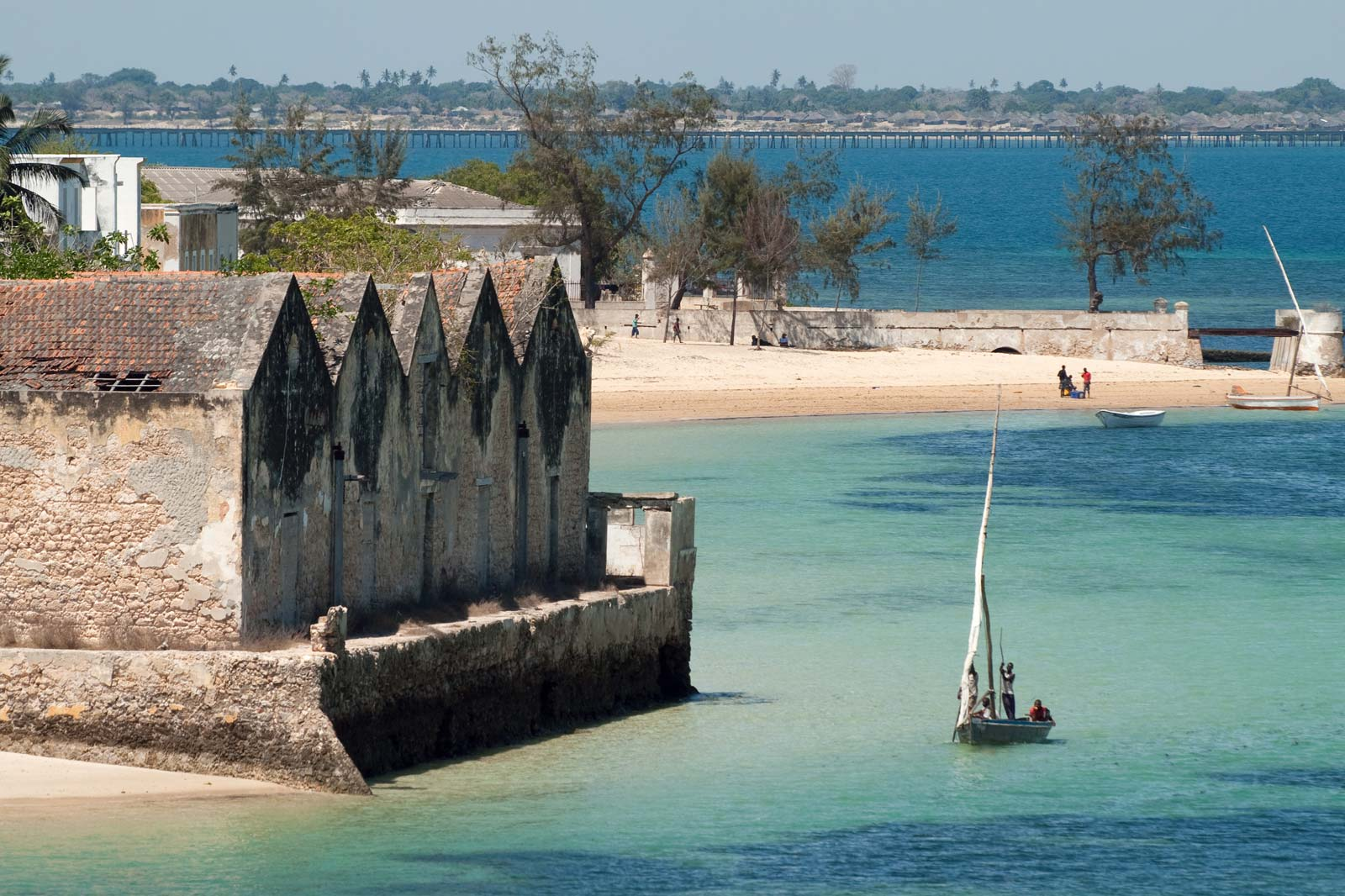 dhow-sailing-coast-Island-of-Mozambique